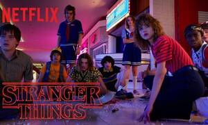Stranger Things: Οι πρωταγωνιστές -μικροί και μεγάλοι- είδαν το κασέ τους να... εκτοξεύεται