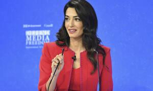 Η Amal Clooney κατά  του Donald Trump