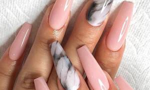 Stiletto nails: το beauty trend του φετινού καλοκαιριού που κάνει θραύση στο Instagram