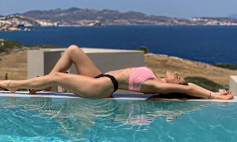 Ελληνίδα παρουσιάστρια κολάζει το Instagram με καυτές πόζες (pics)