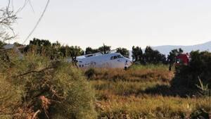 Νάξος: Λειτουργεί κανονικά το αεροδρόμιο - Απίστευτες εικόνες με αεροπλάνο στο... χαντάκι!