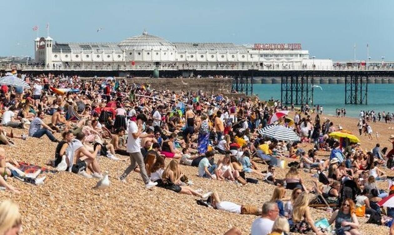 Σάλος σε παραλία: Δείτε τι έκανε ζευγάρι και σόκαρε τους λουόμενους