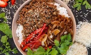 Υγιεινό μπολ (Buddha bowl) με μοσχαρίσιο κιμά, ρύζι και σουσάμι