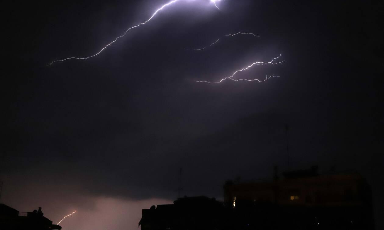 Καιρός: Τι κάνουμε σε περίπτωση καταιγίδων - Όσα πρέπει να γνωρίζετε