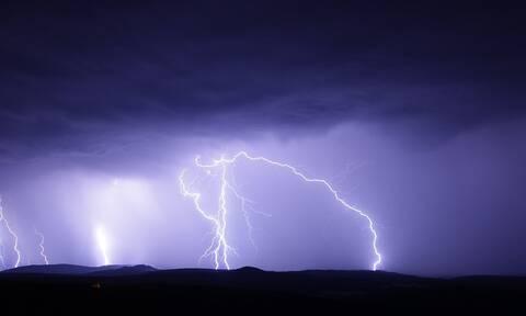 Κακοκαιρία - Κέρκυρα: Κεραυνός χτύπησε υποσταθμό της ΔΕΗ – Χωρίς ρεύμα πολλές περιοχές