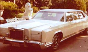 Προς πώληση τρία αυτοκίνητα του Elvis Presley