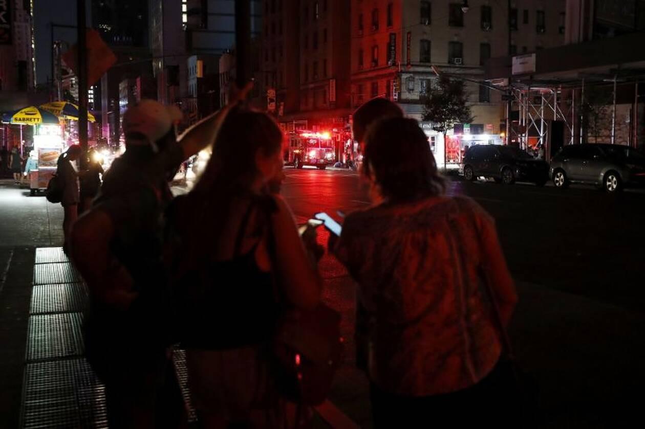 Χάος στη Νέα Υόρκη από μπλακ άουτ: Στο σκοτάδι η Times Square – Εγκλωβισμοί και προβλήματα