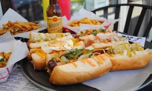 Έπαθε το σοκ της ζωής της: Δείτε τι βρήκε στο φαγητό της (pics)
