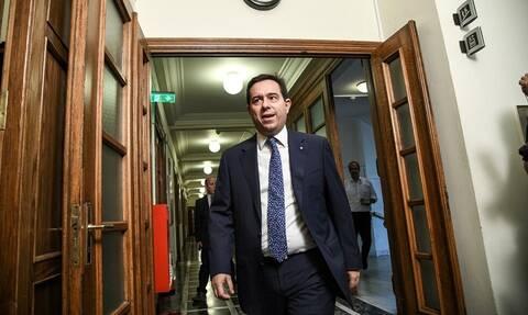 Απίστευτο! Δείτε τι βρήκε ο Μηταράκης στο υπουργείο Εργασίας (pics)