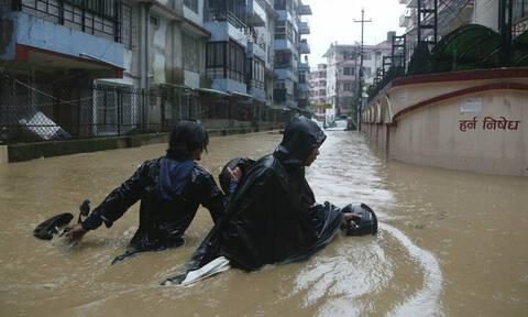 Φονικές πλημμύρες με δεκάδες νεκρούς και αγνοούμενους σε Νεπάλ, Ινδία και Μπαγκλαντές
