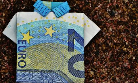 Μπαράζ πληρωμών τις επόμενες μέρες: Δείτε πόσα λεφτά θα πάρετε