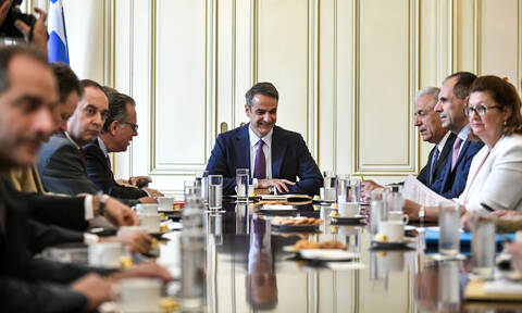 Migration issue dominates meeting chaired by PM Mitsotakis