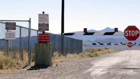 Δεν είναι αστείο: Ο κόσμος ετοιμάζεται να εισβάλει στην Area 51! (pics+vid)