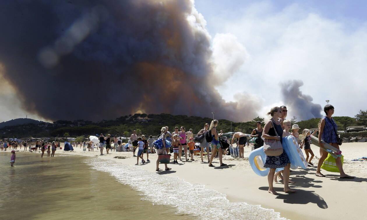 Πυρκαγιές σαρώνουν τη Γαλλία - Απομακρύνθηκαν χιλιάδες κατασκηνωτές