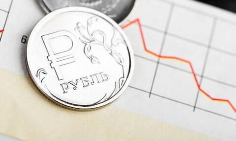 Аналитик Bloomberg предсказал падение рубля к концу года