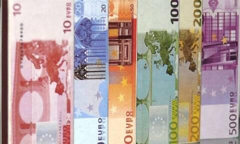 «Βρέχει» χρήματα: Ποιοι και πόσα θα πάρετε τις επόμενες μέρες