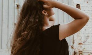 Όσα χρειάζεσαι για να προστατεύσεις τα μαλλιά σου από τον ήλιο το καλοκαίρι