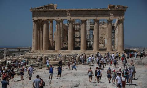 Ακρόπολη: «Ξήλωσε» αρχιφύλακα με διπλό ρόλο η Μενδώνη