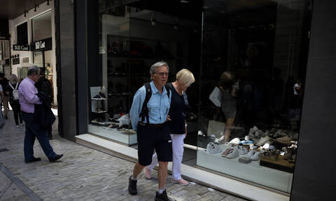 Άδεια ταμεία στα καταστήματα που άνοιξαν την Κυριακή