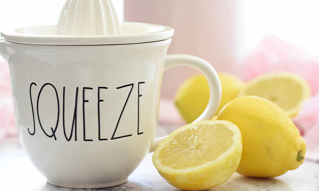 Πώς θα βγάλεις περισσότερο χυμό λεμονιού με μια οδοντογλυφίδα (video)