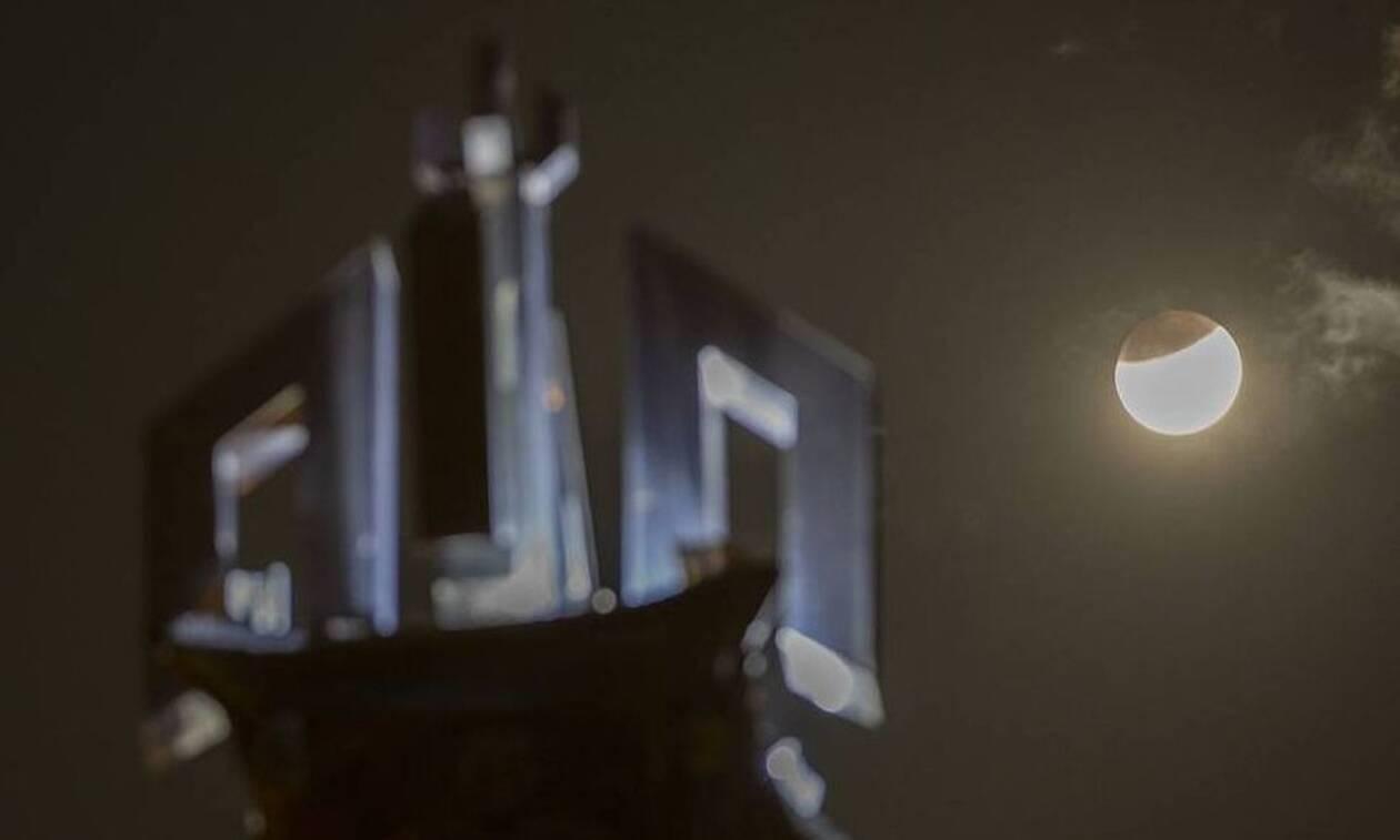 Μερική έκλειψη Σελήνης και πανσέληνος: Μαγευτικές εικόνες