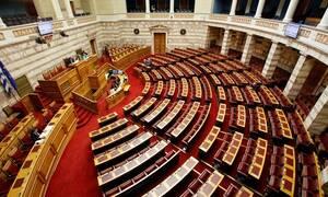 LIVE: Η ορκωμοσία των 300 βουλευτών – Πρεμιέρα για τη νέα Βουλή