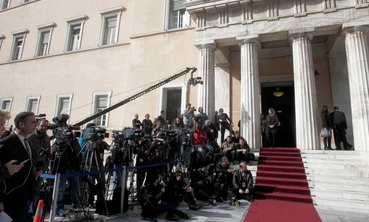 Ορκωμοσία Βουλή: Αυτή είναι η βουλευτής - «κόλαση» που τράβηξε τα βλέμματα