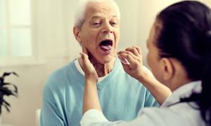 Αμυγδαλίτιδα: 11 συμπτώματα σε εικόνες