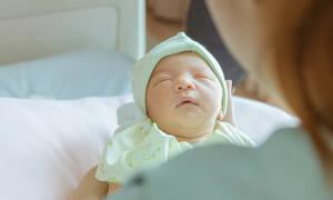 Έφερε στον κόσμο ένα υγιέστατο μωρό όμως κανείς δεν περίμενε αυτό που έκανε η μητέρα