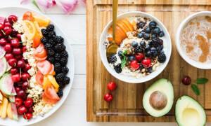 Θες να μείνεις για πάντα νέα; 10 σούπερ τροφές που πρέπει να καταναλώνεις