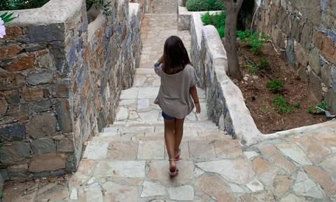 Δέσποινα Καμπούρη: «Όταν βλέπεις την πλάτη του παιδιού σου να απομακρύνεται…»
