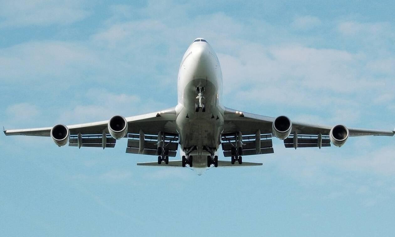 Τρόμος στον αέρα: Κεραυνός χτύπησε αεροπλάνο με προορισμό τη Θεσσαλονίκη