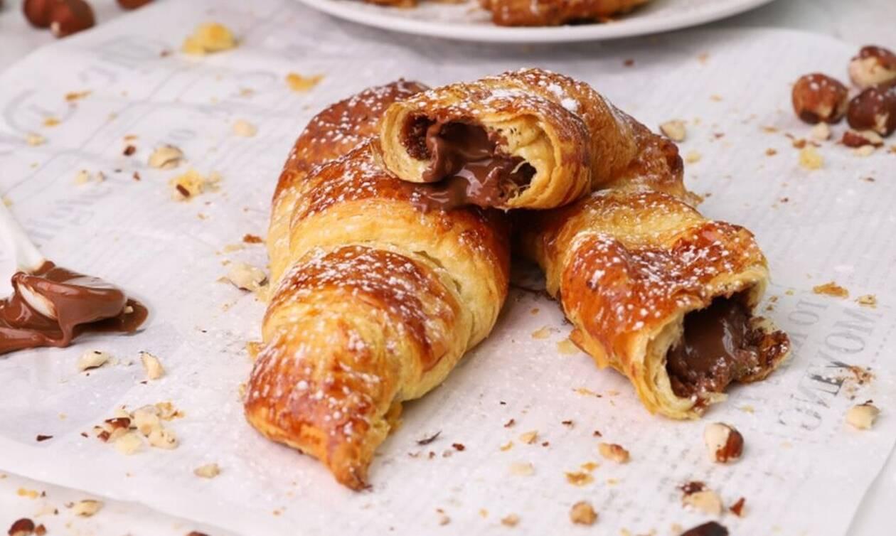 H συνταγή της ημέρας: Γρήγορα κρουασανάκια με σοκολάτα και φουντούκι