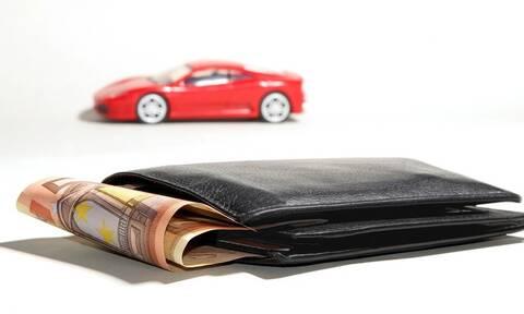 Χατζησαλάτας στο Newsbomb.gr:«Πώς τα δάνεια και οι κάρτες καίνε τους φορολογούμενους»