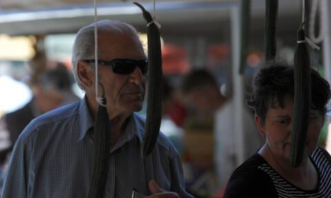 Αγγούρι γίγας στην Κρήτη: Δεν θα πιστεύετε το μήκος και το βάρος του (pics)