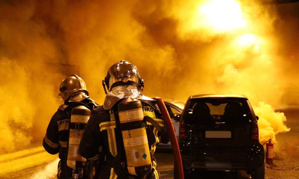 Τέσσερις πυρκαγιές σε αυτοκίνητα κατά τη διάρκεια της νύχτας