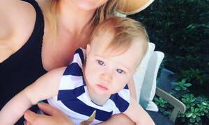Η πρώτη καλοκαιρινή φωτογραφία της ηθοποιού με την 9 μηνών κόρη της (pics)