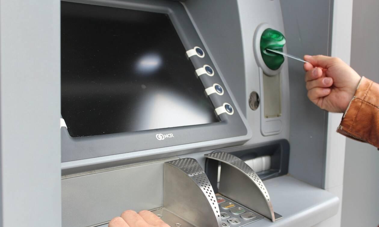 Έρχονται χρεώσεις - φωτιά: Πόσο θα μας κοστίζει η ανάληψη από ΑΤΜ άλλης τράπεζας