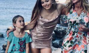 Δείτε ποια γνωστή παρουσιάστρια κάνει διακοπές με τις κόρες της στη Ζάκυνθο (pics)