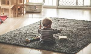 Μωρό έπεσε από τον 5ο όροφο – Κανείς δεν μπορεί να πιστέψει πώς σώθηκε