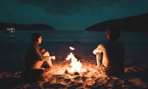 Έτσι είναι οι Σχέσεις: Πώς θα του τραβήξεις την προσοχή στην παραλία;