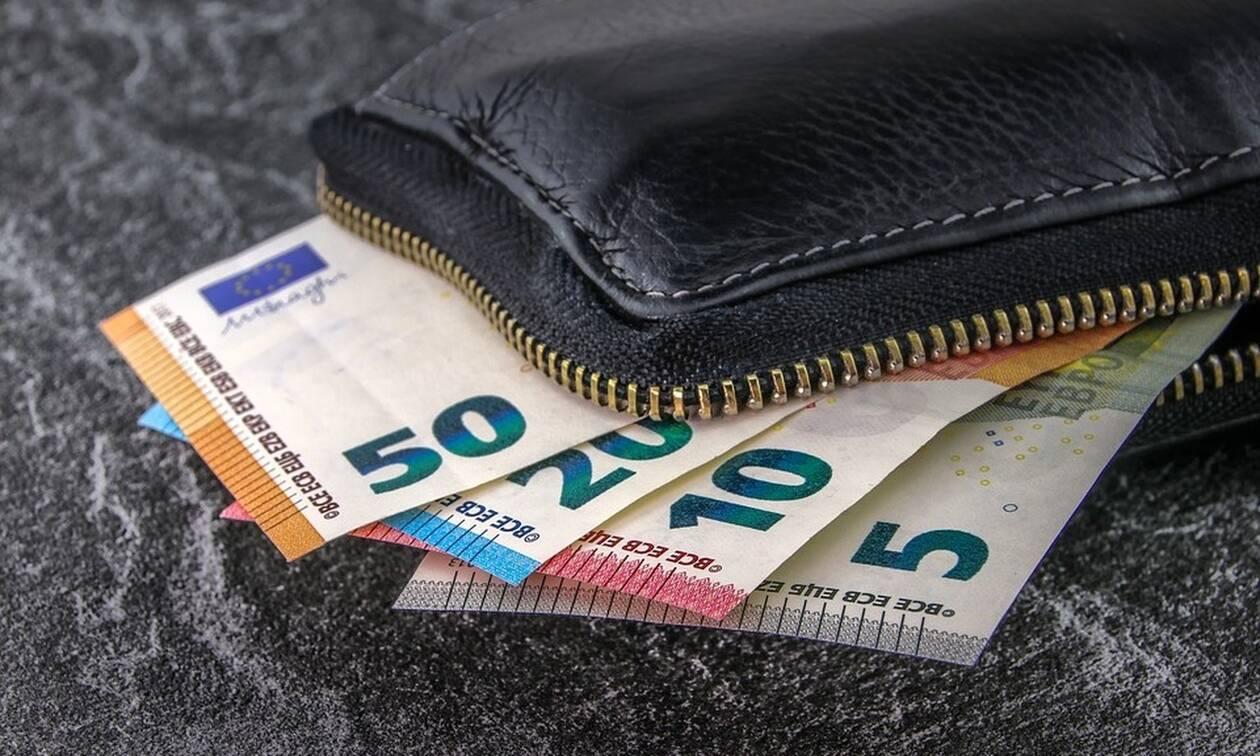 Έρχεται μπαράζ πληρωμών: Ποιοι και πόσα χρήματα θα πάρουν τις επόμενες μέρες