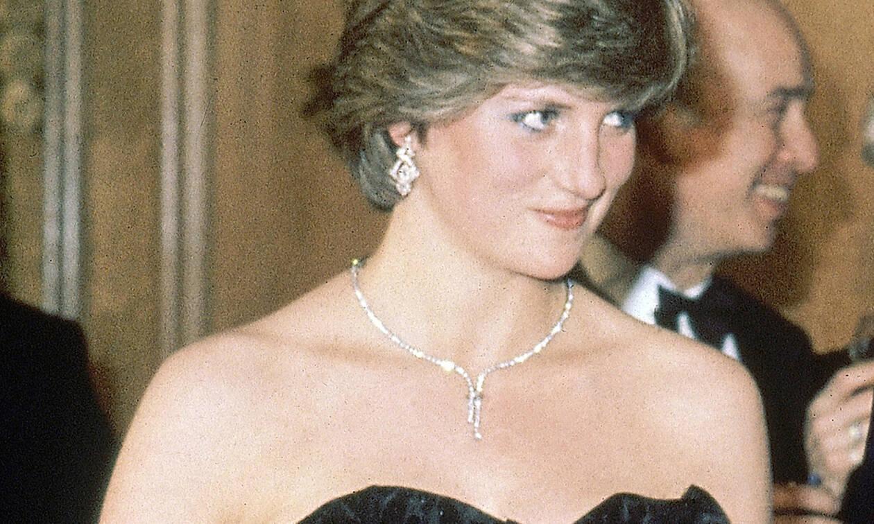 Η Lady Diana αγκαλιά με τον εγγονό της & τον Harry σε ένα σκίτσο που θα σε κάνει να «λιώσεις»
