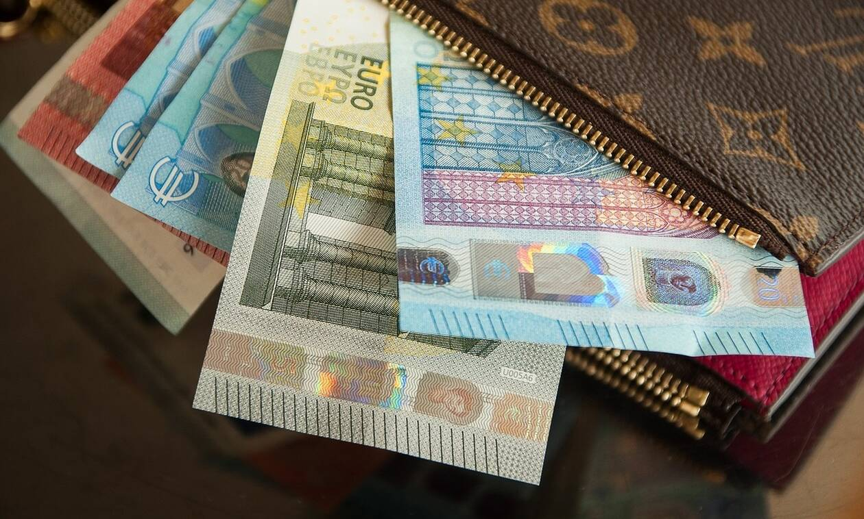 Έρχεται «βροχή» πληρωμών τις επόμενες ημέρες: Ποιοι και πότε θα δουν χρήματα στους λογαριασμούς τους