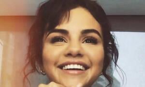 Η Selena Gomez έβαλε αυτό το στράπλες φόρεμα και τους άφησε όλους άφωνους