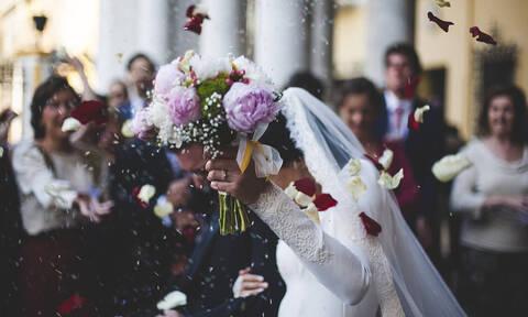 Κρήτη: Επική πρόταση γάμου κατά την διάρκεια… γάμου (vid)