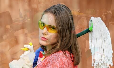 Πόσες θερμίδες καις όταν καθαρίζεις το σπίτι; Ξέρεις;