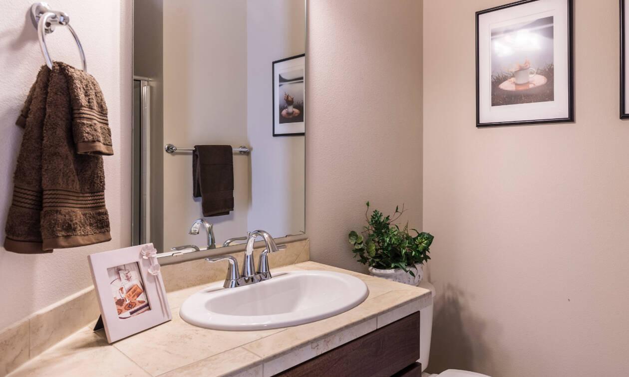 Εσύ ξέρεις ποιος είναι ο σωστός τρόπος να τοποθετείς το χαρτί τουαλέτας;