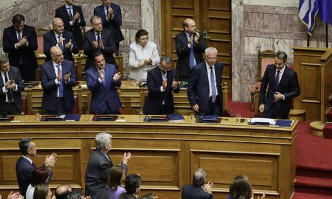 Βουλή: Έλαβε ψήφο εμπιστοσύνης η κυβέρνηση Μητσοτάκη μετά τις προγραμματικές δηλώσεις