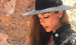 Η Δέσποινα Βανδή χορεύει με το μπικίνι της στην παραλία, σε εντελώς αρετουσάριστο βίντεο